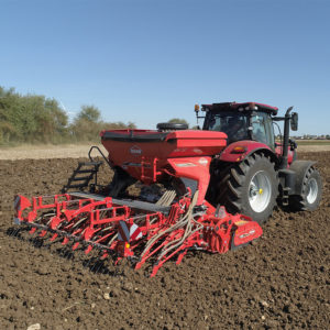 The VENTA 1010 series equipped with Suffolk coulter seeding units provides an additional option within KUHN's pneumatic seed drills range.