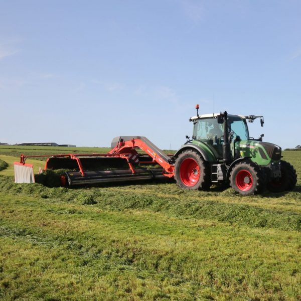 Grass silaging [from Kuhn] SQUARE